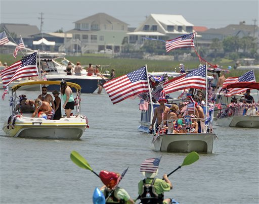 murrells-inlet-boat-parade